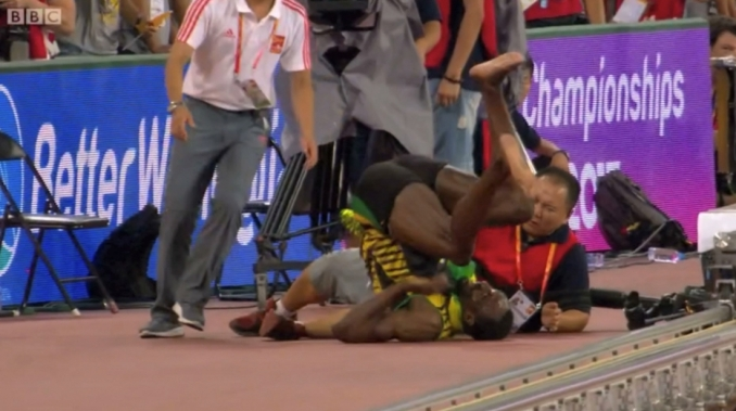 photographer-takes-out-bolt-after-200m-gold